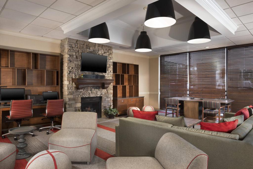 Lobby Four Points by Sheraton Kansas City Airport