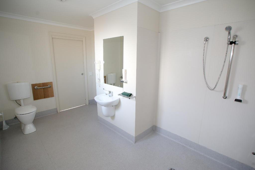 1-Bedroom Cabin - Bathroom Hobart Airport Tourist Park Hotel