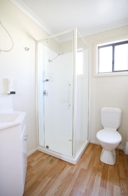 2 Bedroom (Sleeps 6) - Bathroom