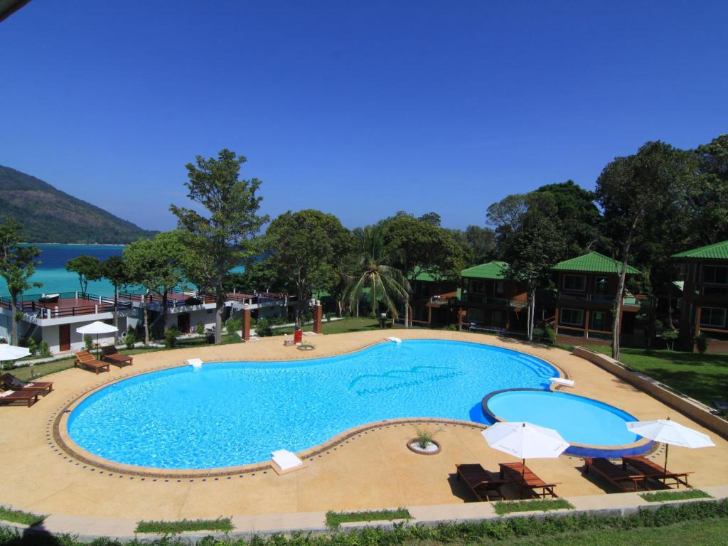 Bể bơi Mountain Resort