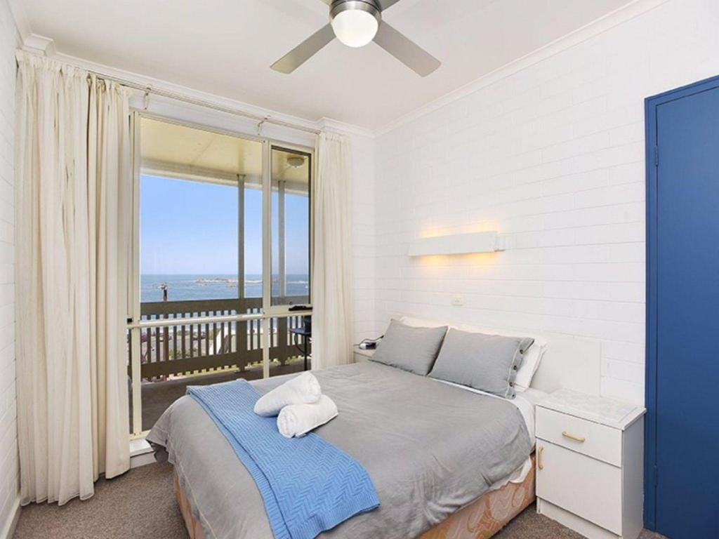 Guestroom Unwind @ The Dolphins Beachfront no 7