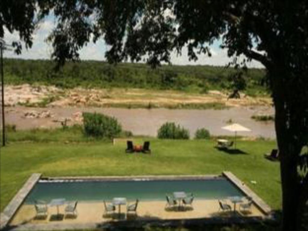 Swimming pool Mjejane River Lodge