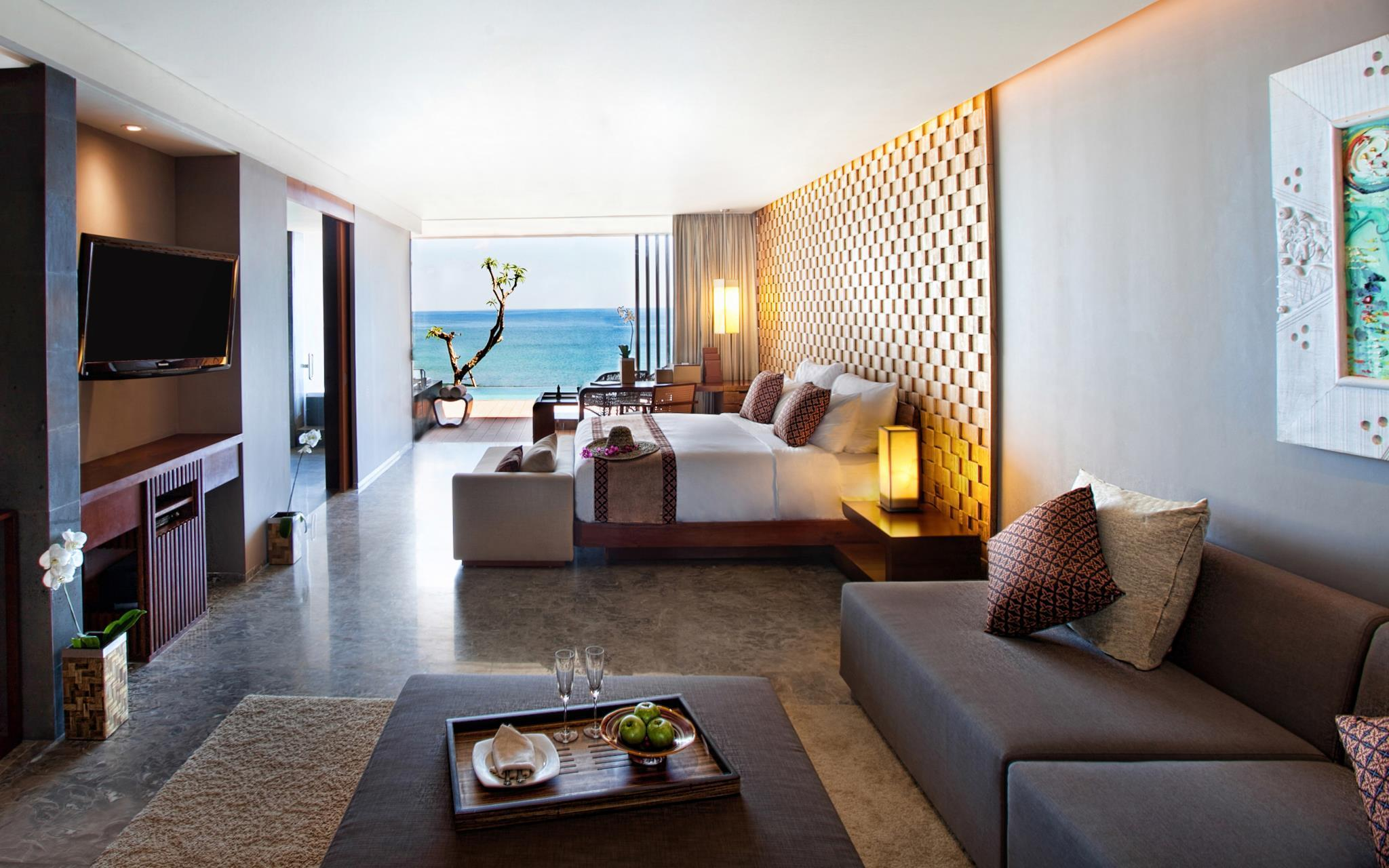 Oceanfront Suite with Pool