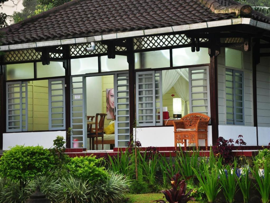 Best price on fuji villa kaliurang in yogyakarta reviews for Terrace yogyakarta