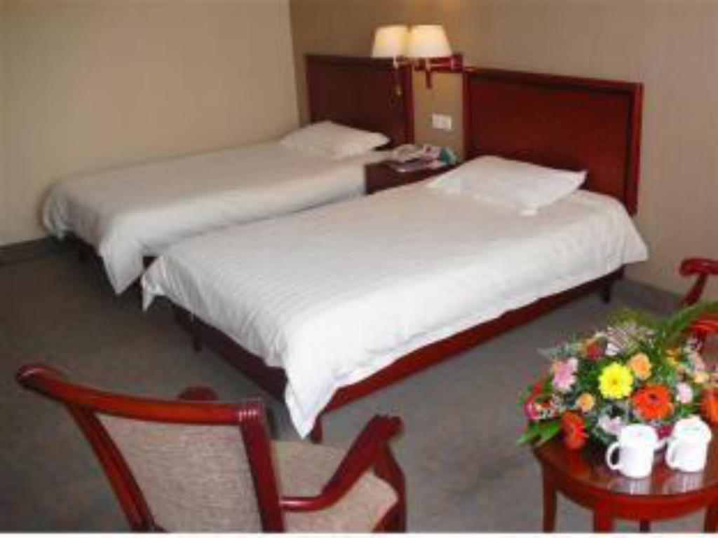 Twin Room - Bed GreenTree Inn Luoyang Peony Square