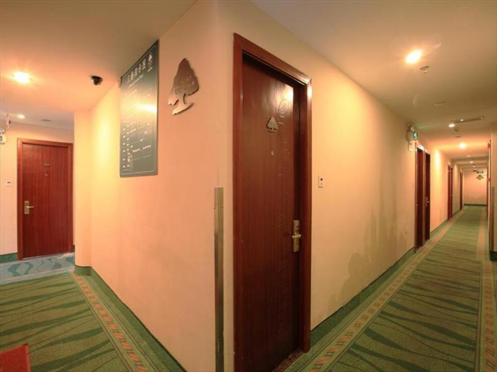 Интериор на хотела GreenTree Inn Shanghai Dongming Road Subway Station Hotel