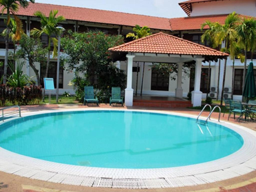 Best price on hotel impian morib in banting reviews for Swimming pool hotel