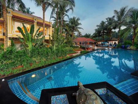 Swimming pool [outdoor] Mayfair Hideaway Spa Resort