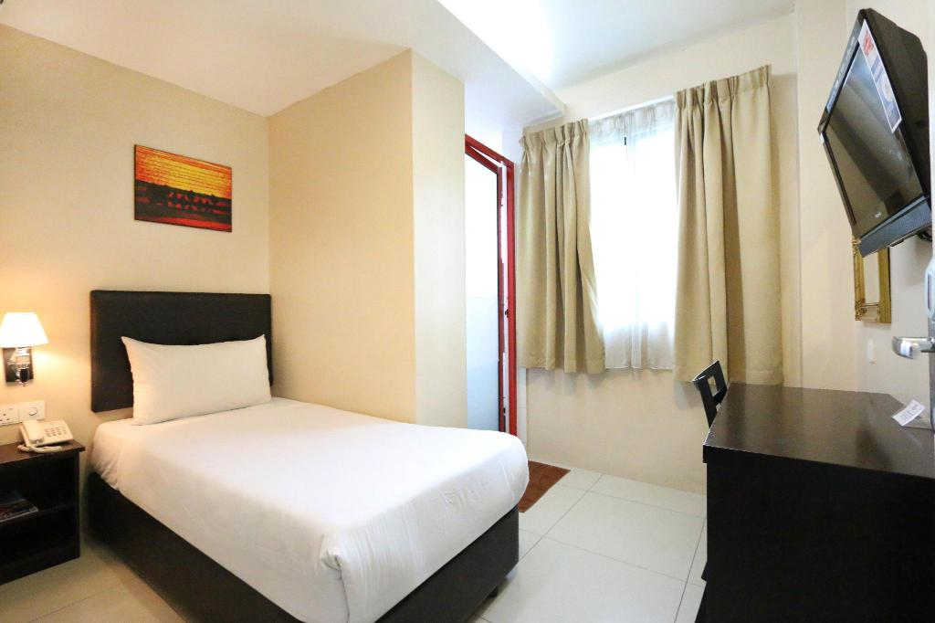 Single Room with Window - Bed Best View Hotel Sunway Mentari