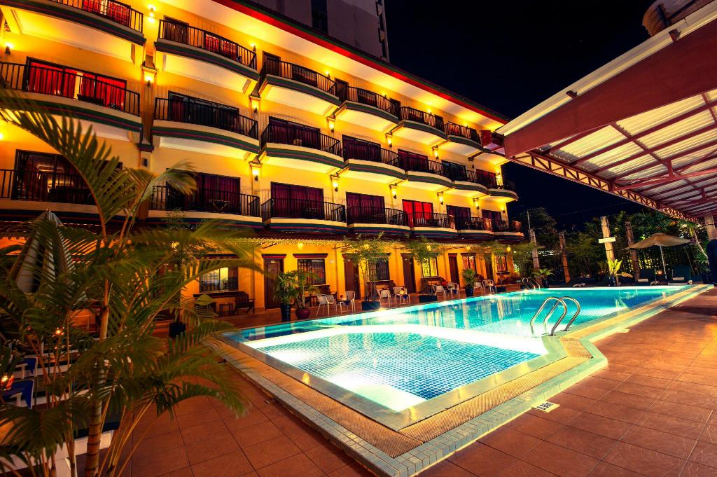 Swimming pool [kids] Grand Sihanouk Ville Hotel