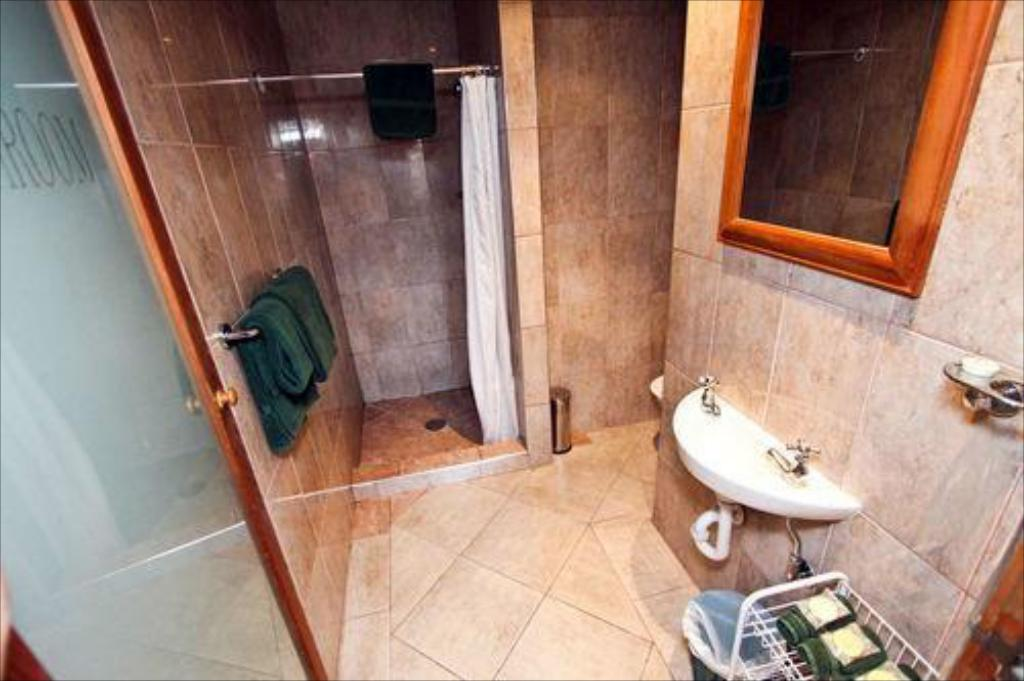 Suite Individual - Baño The Cambridge Hotel