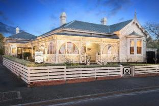 Kurrajong House Bed & Breakfast