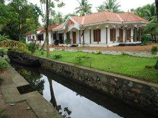 Coconut Creek Kumarakom Homestay Hotel