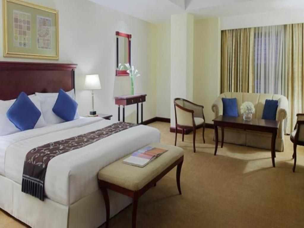 Superior King Bed - Guestroom Madinah Movenpick Hotel