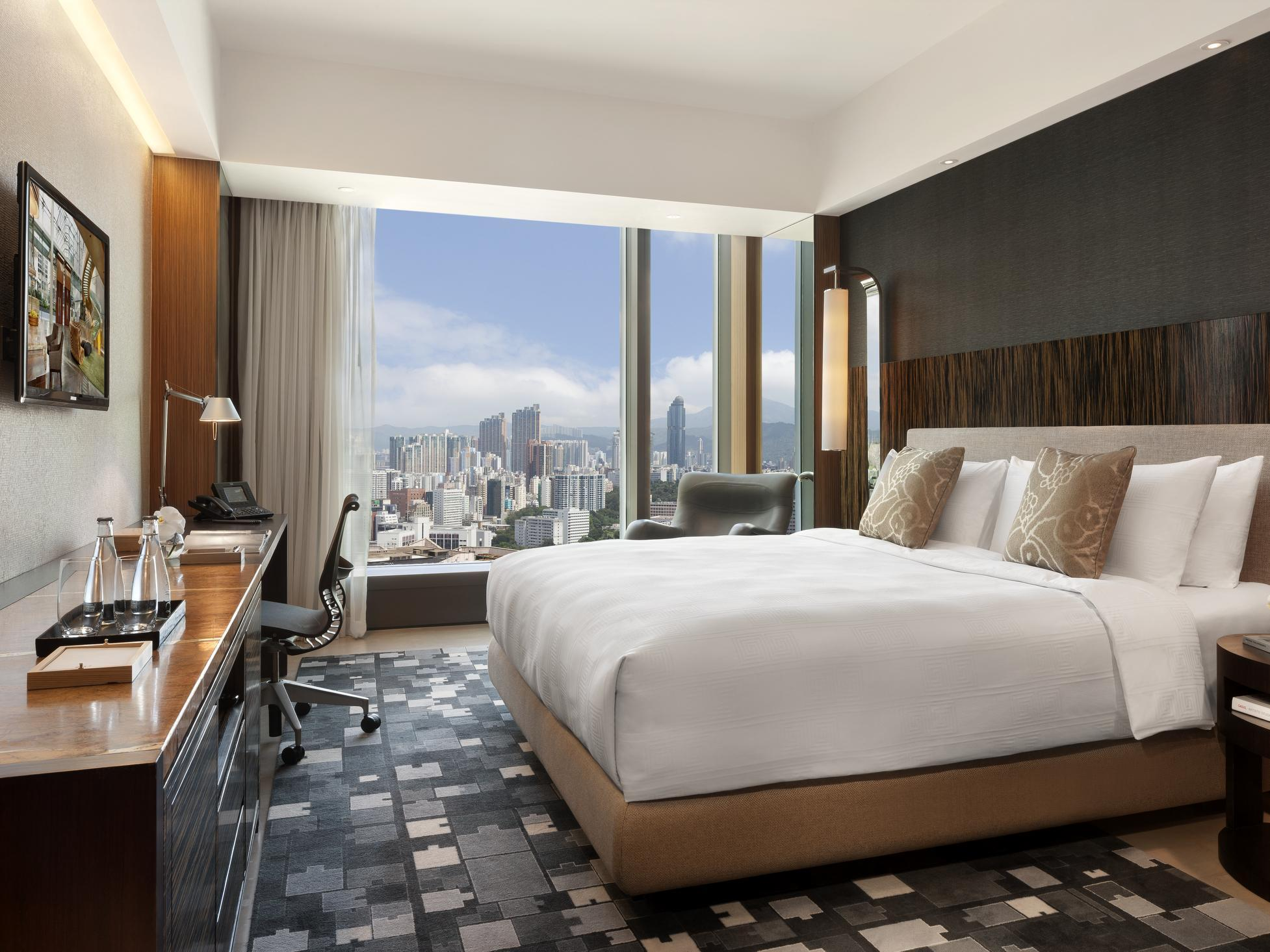 ICON Club 36 City View with King Bed