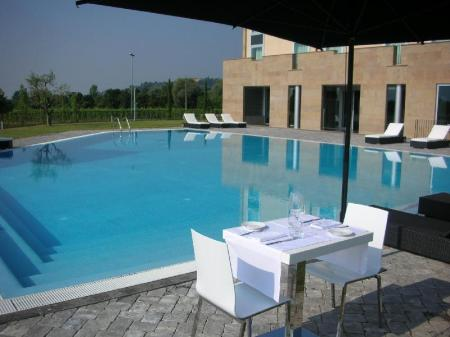 Swimming pool A Point Arezzo Park Hotel