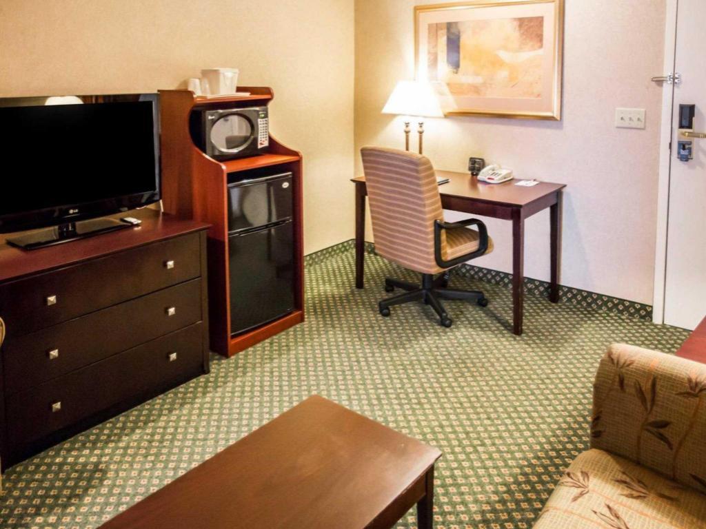 Comfort Suites Oakbrook Terrace in Oakbrook Terrace (IL) - Pictures ...
