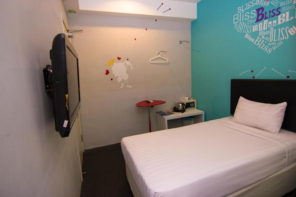 Bliss Boutique Hotel in Johor Bahru - Room Deals, Photos