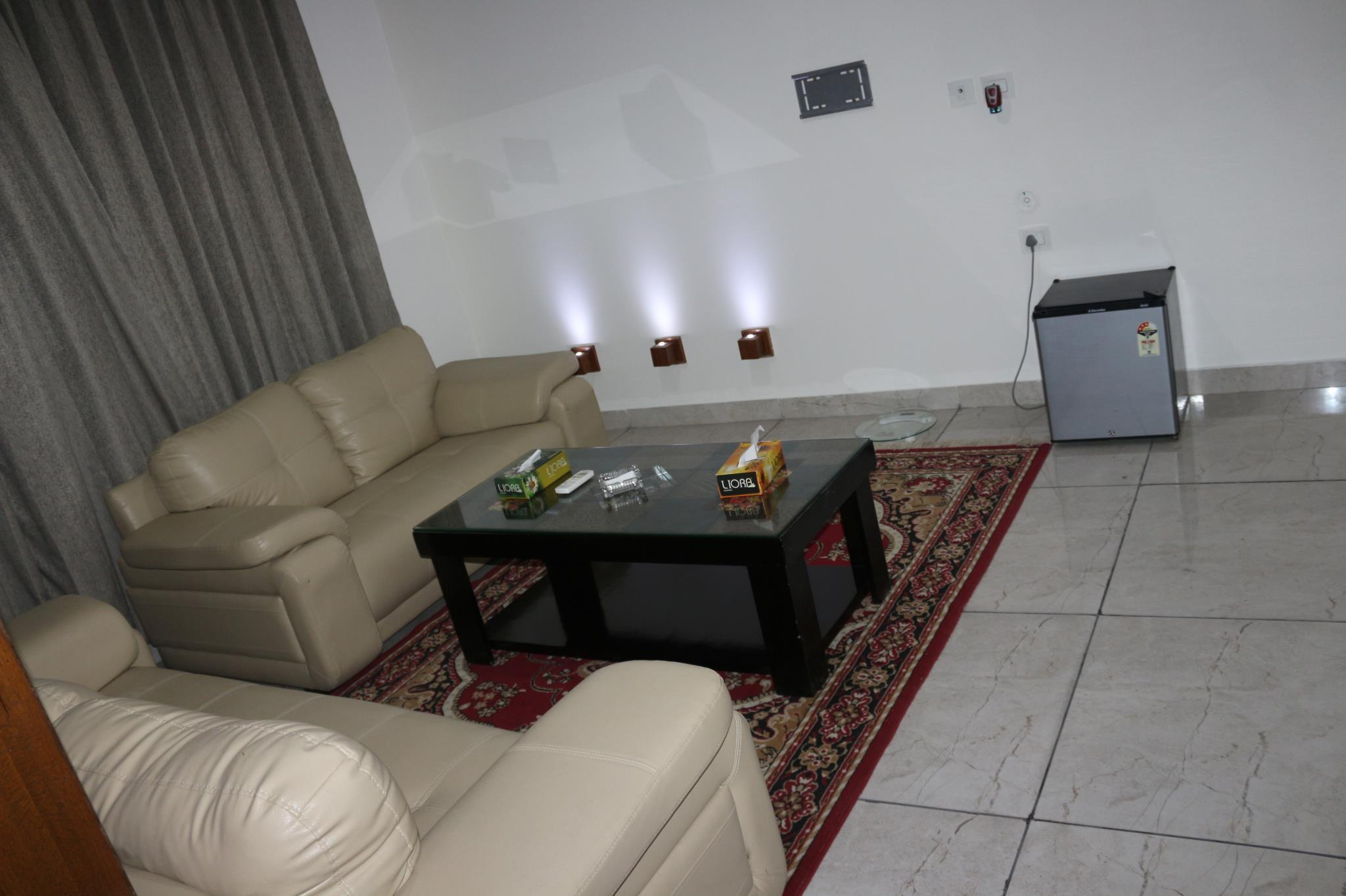 Lounge Plus Room