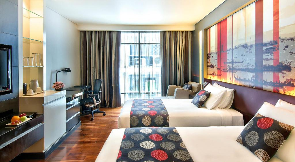 Superior Room - Bedroom Park Plaza Bangkok Soi 18