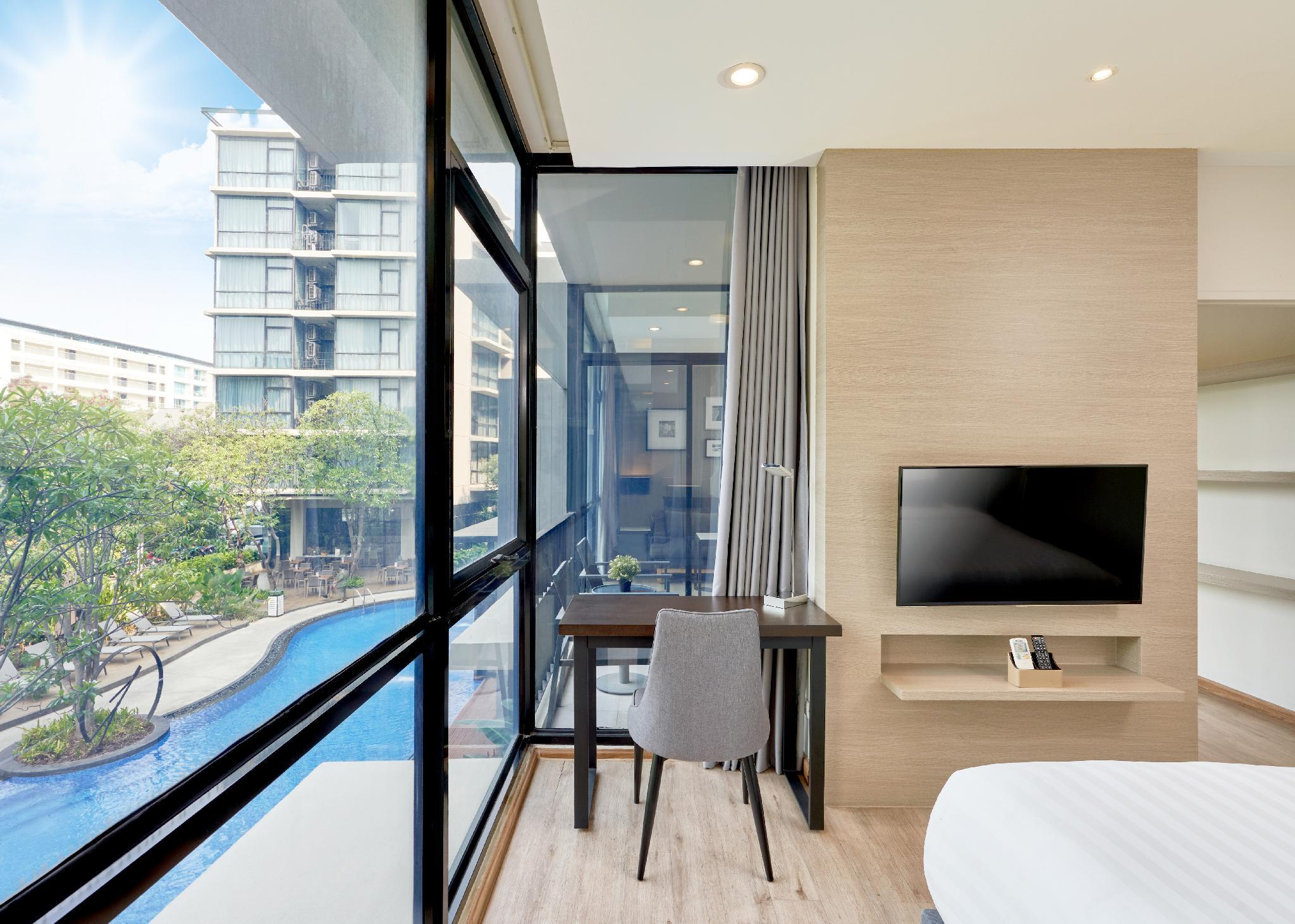 Grand Pool View Suite with Kitchenette