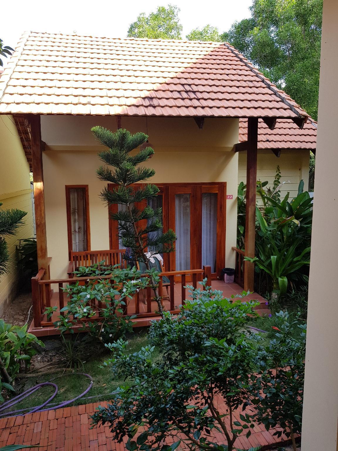 Bungalow Garden Sea View Quad ( with Air Conditioning)