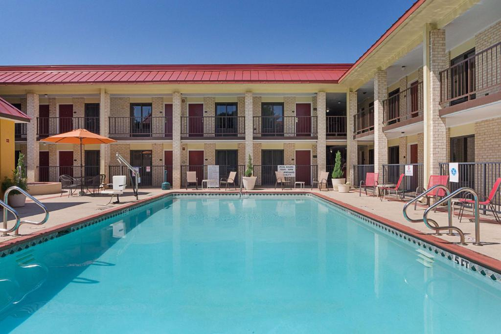 Red Roof Inn Amp Suites Addison In Dallas Tx Room Deals