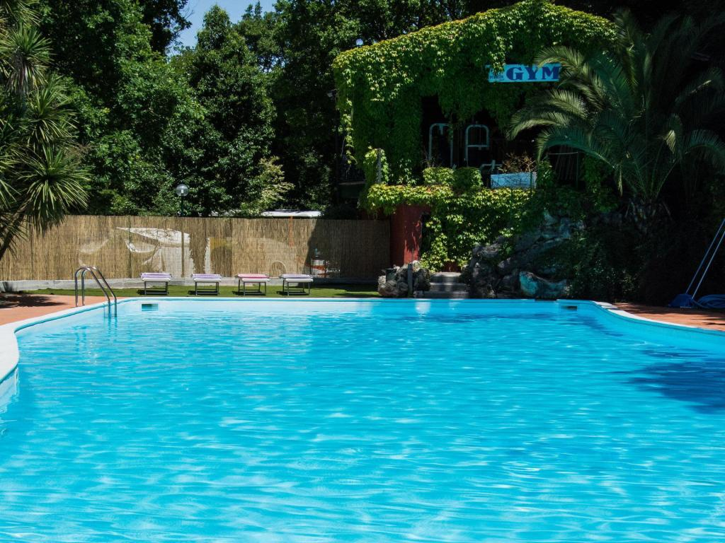 Best price on seven hills village in rome reviews - Seven hills village roma piscina ...