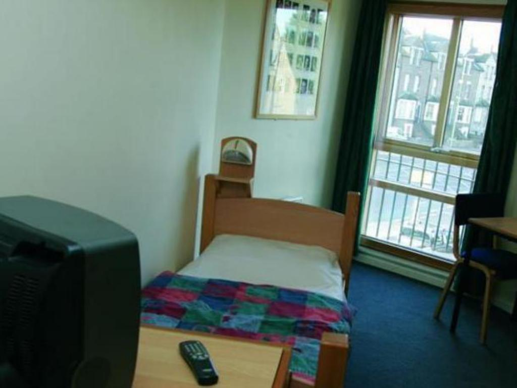 Twin Room with Shared Bathroom YHA Oxford Hostel