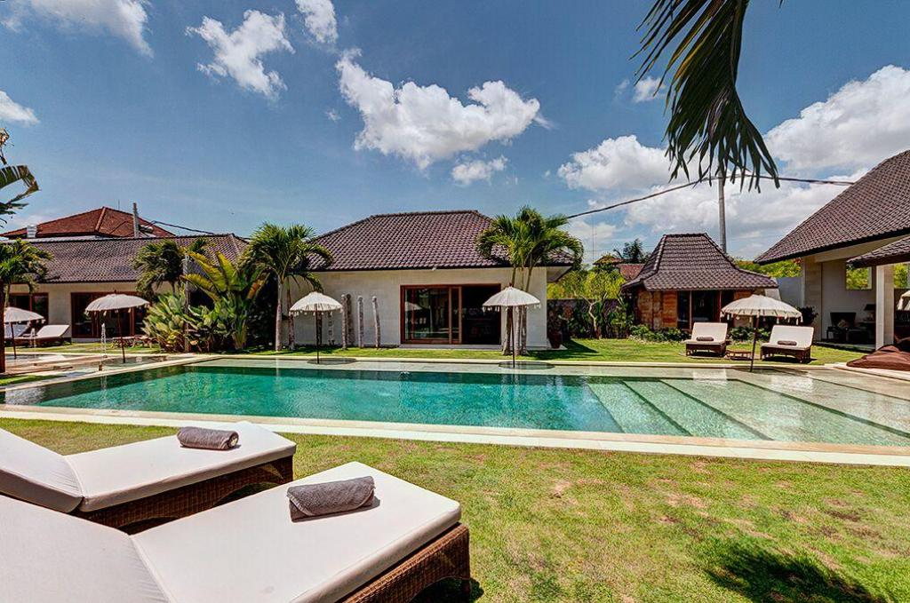Swimming pool Abaca Iluh Villa