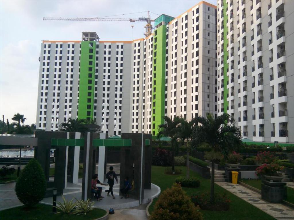 Studio Apartemen Green Lake View by HH 4