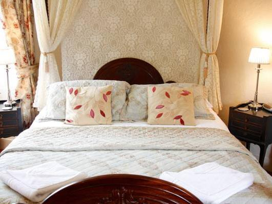 Double Room with King Four Poster Bed