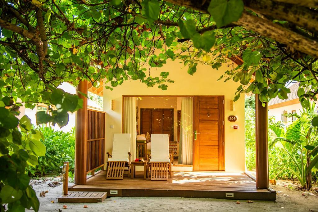 Reethi Faru Resort In Maldives Rooms Deals Reviews