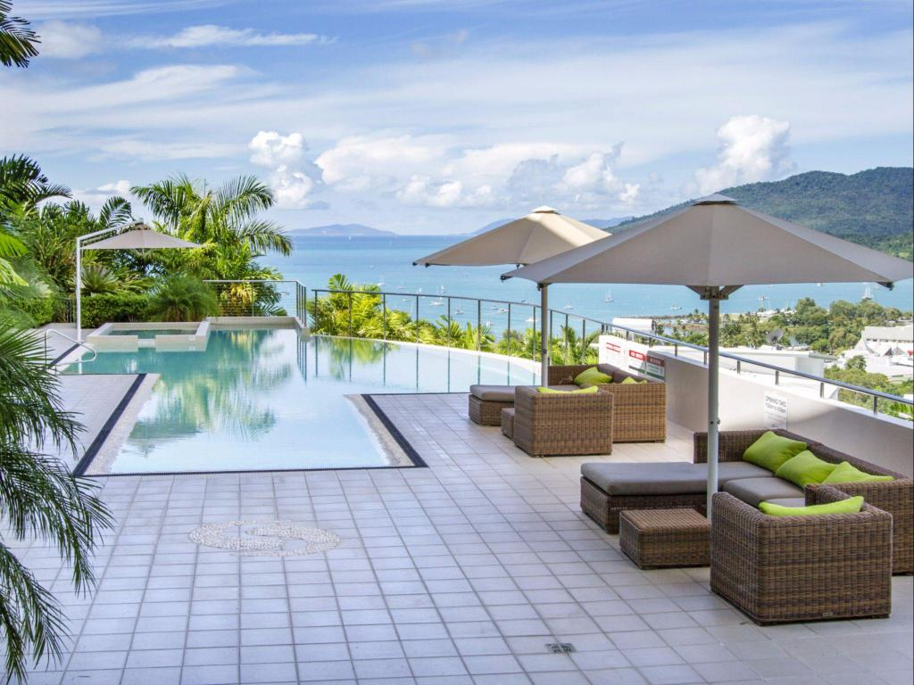 Swimming pool Tranquility Luxury 2 Bedroom Apartment