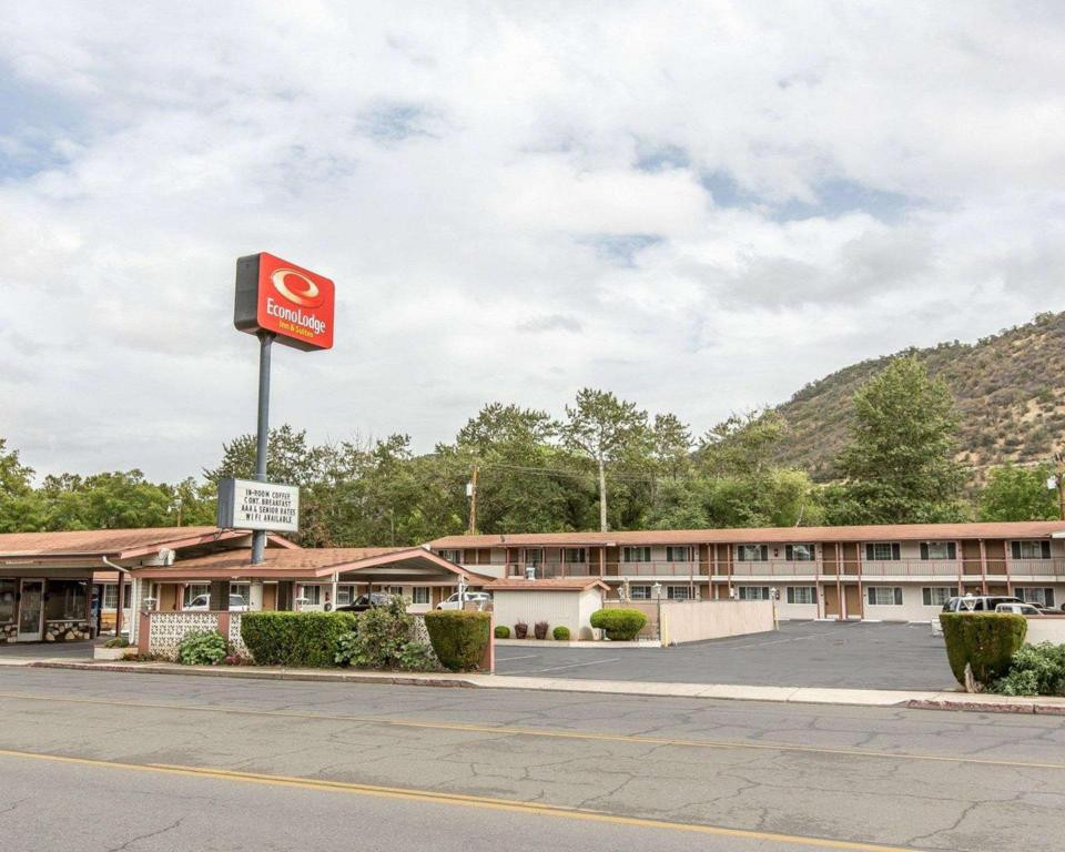 More about Econo Lodge Inn and Suites Yreka
