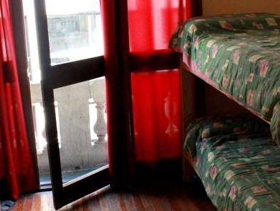 女生宿舍-单人床位 (Single Bed in Female Dormitory Room)