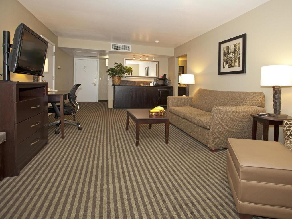 Vista interior Best Western Plus Wine Country Inn and Suites