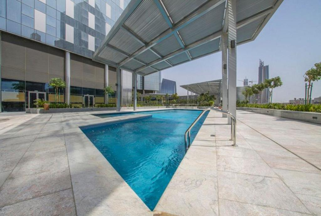 Swimming pool Driven Holiday Homes Elegant Studio Central Park