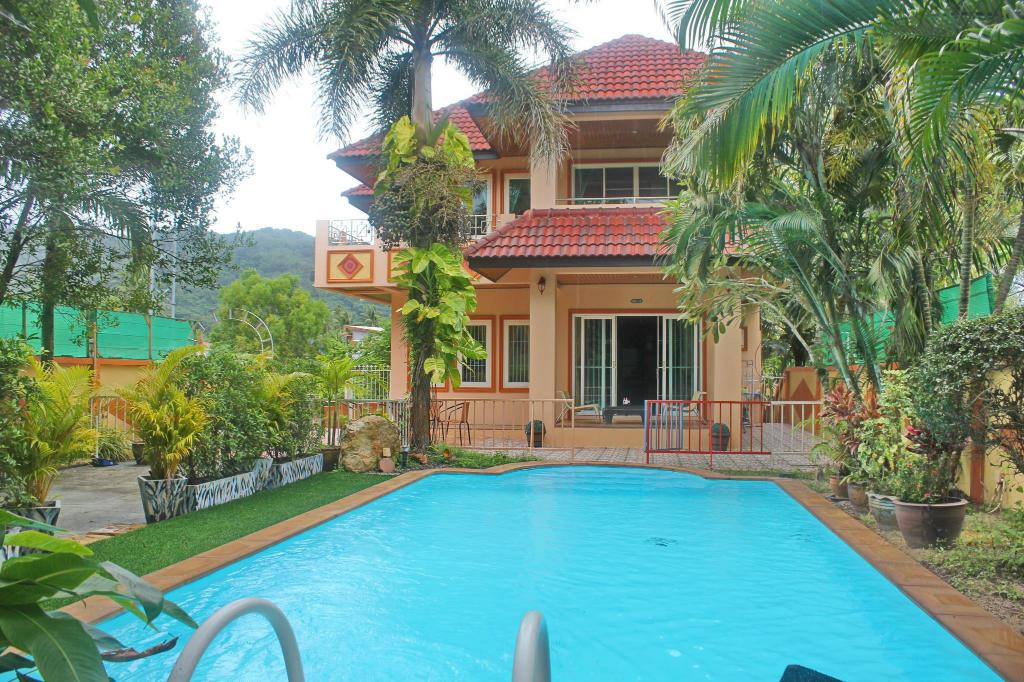 3 bedrooms villa close to the beach