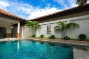 majestic Residence pool villa by korawan