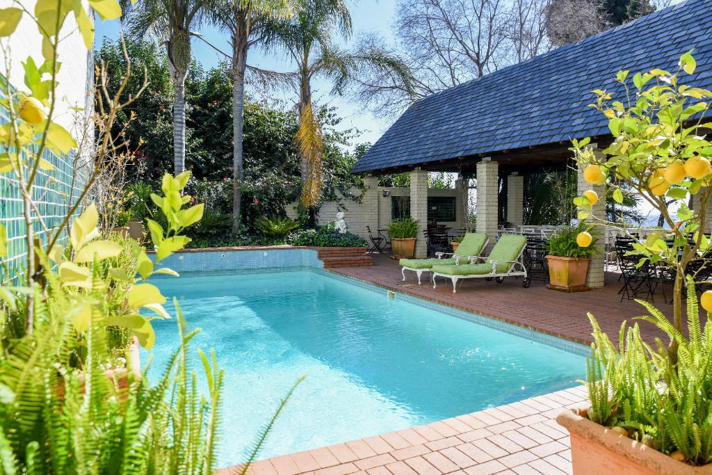 Swimming pool [outdoor] Northcliff Manor Guesthouse