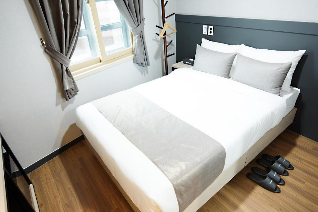 Double - Bed Ehwa In Myeongdong