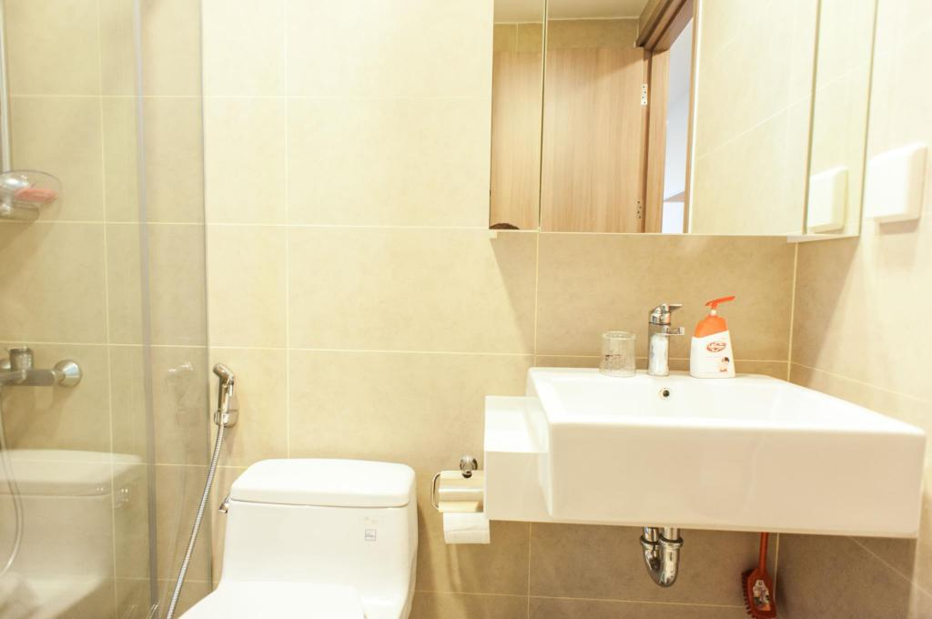 Bathroom Taga Home ICON56 Standard 3 Bedroom Apartment 2