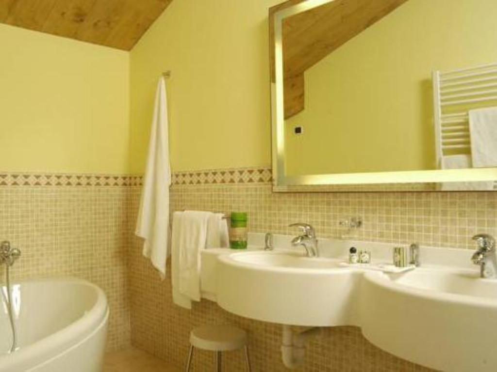 Bathroom Hotel Cervo