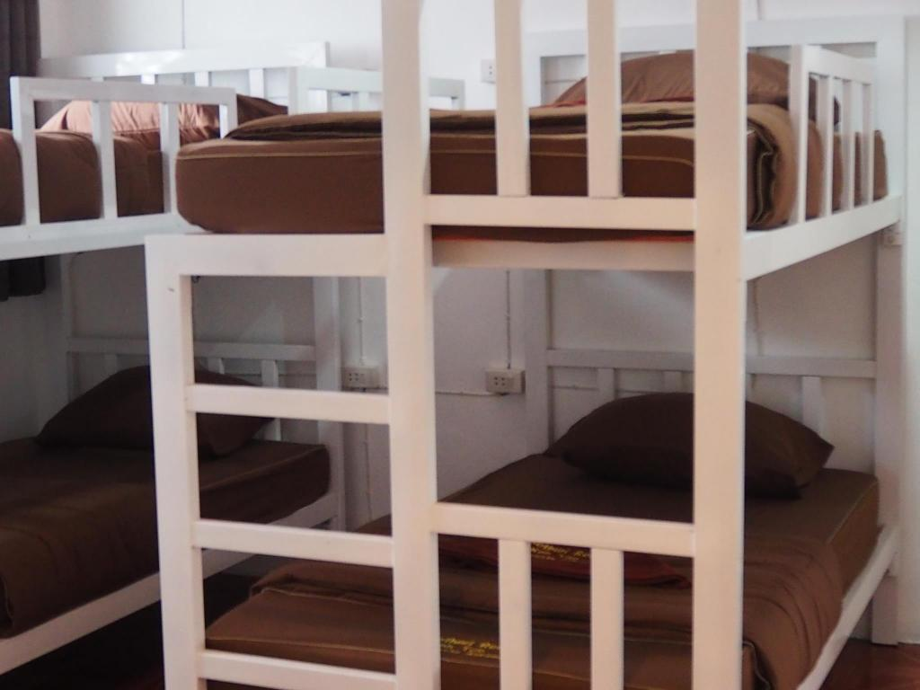 1 Person in 4-Bed Dormitory - Mixed - Bed Sunset Buri Hotel