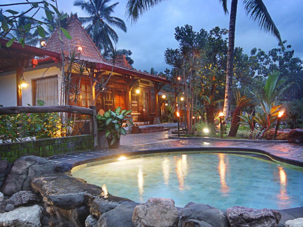 Joglo plawang boutique villa in yogyakarta room deals photos reviews for Jogja plaza hotel swimming pool