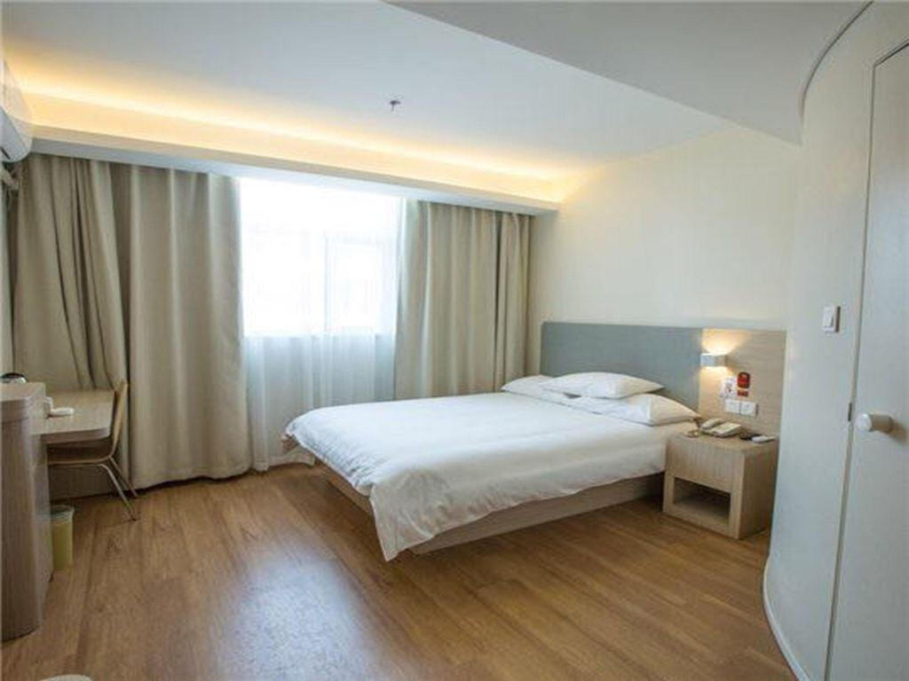 Queen Room - Domestic residents only - Guestroom Hanting Hotel Shanghai Hongqiao Hub Railway Station South Branch