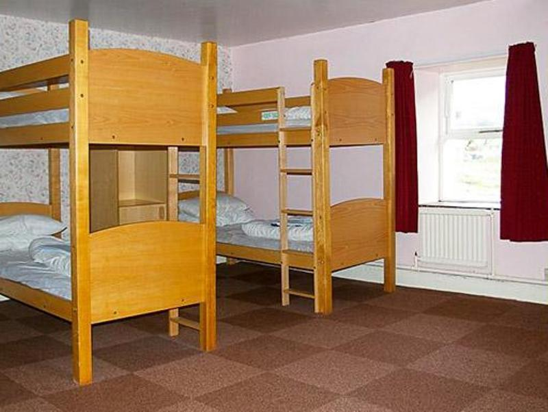 Dormitor comun cu baie comună (6 adulți) (Dormitory Room with Shared Bathroom (6 Adults))