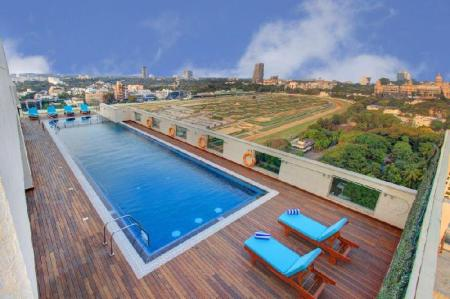 Swimming pool [outdoor] Holiday Inn Express & Suites Bengaluru Racecourse