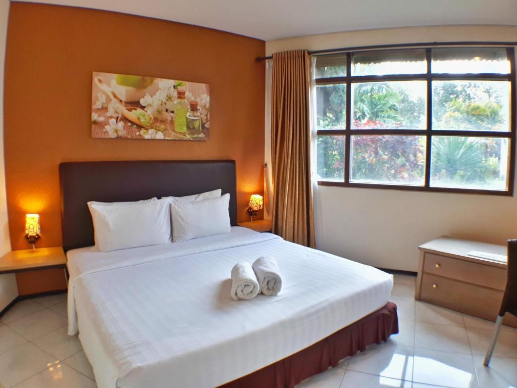 Best Price On Villa 4 Kamar Klub Bunga Resort Dekat Jatim Park In Malang Reviews